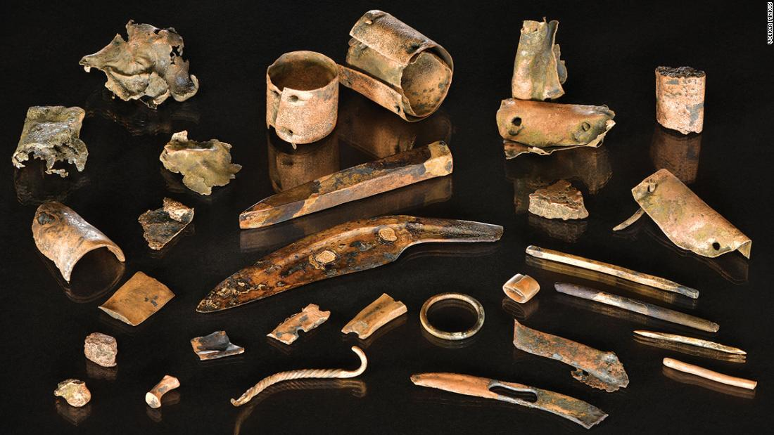 Bronze Age warrior's belongings recovered from famous battlefield