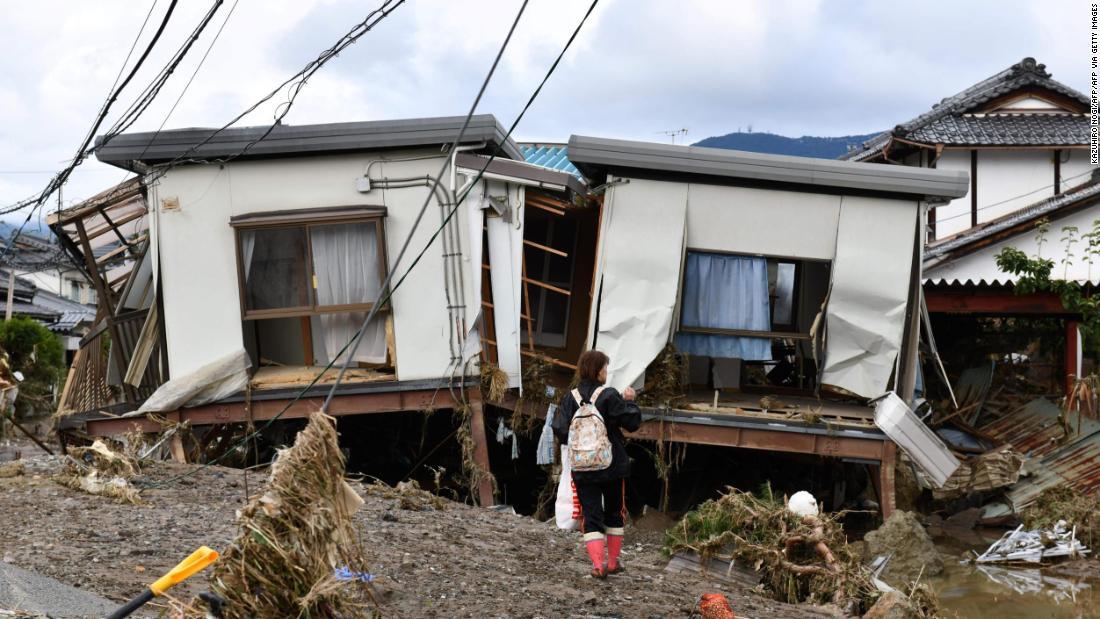 72 tewas akibat topan ribuan yang tersisa terdampar di musim dingin tanpa listrik