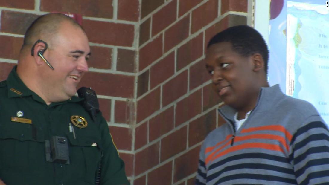Eine Schule Ressource Offizier und eine Krankenschwester gerettet, ein student, nachdem sein Herz aufgehört