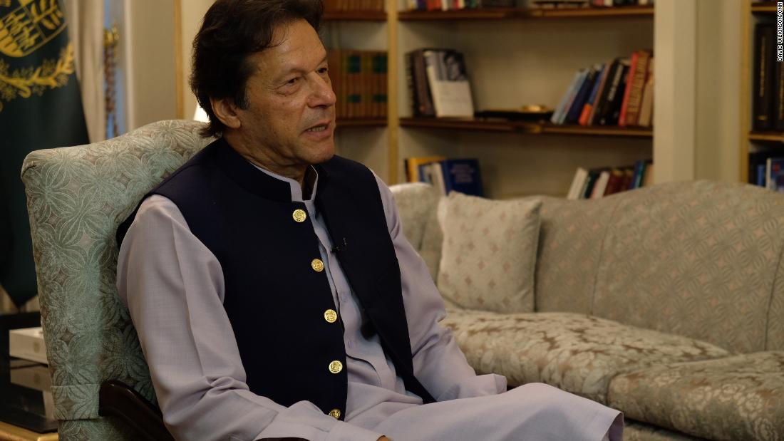 Imran Khan mengatakan Pangeran William harus tahu berapa banyak Diana dicintai