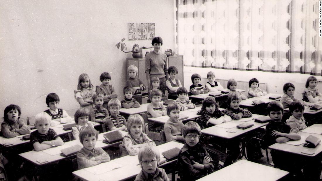 Die Ost-deutschen Schulen, wo die Kinder waren, 'gelehrt, zu Lügen