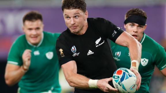 New Zealand's full back Beauden Barrett (C) looks to pass the ball during the Japan 2019 Rugby World Cup quarterfinal match against Ireland. The All Blacks won 46-14.