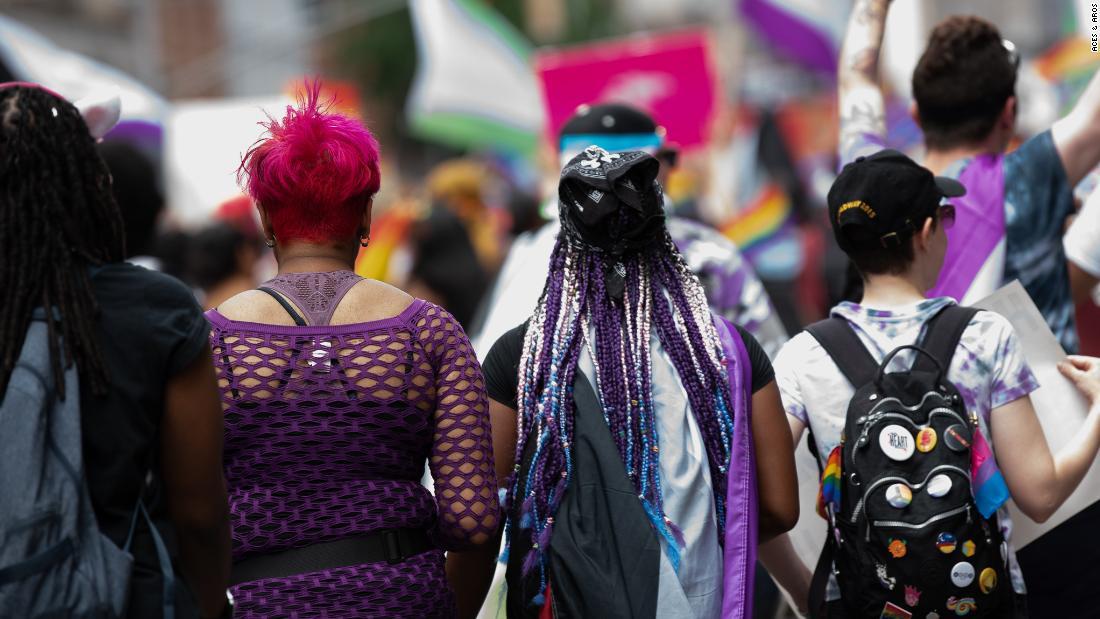 Aseksualitas tidak selibat atau pantang. Berikut ini apa itu — dan bukan