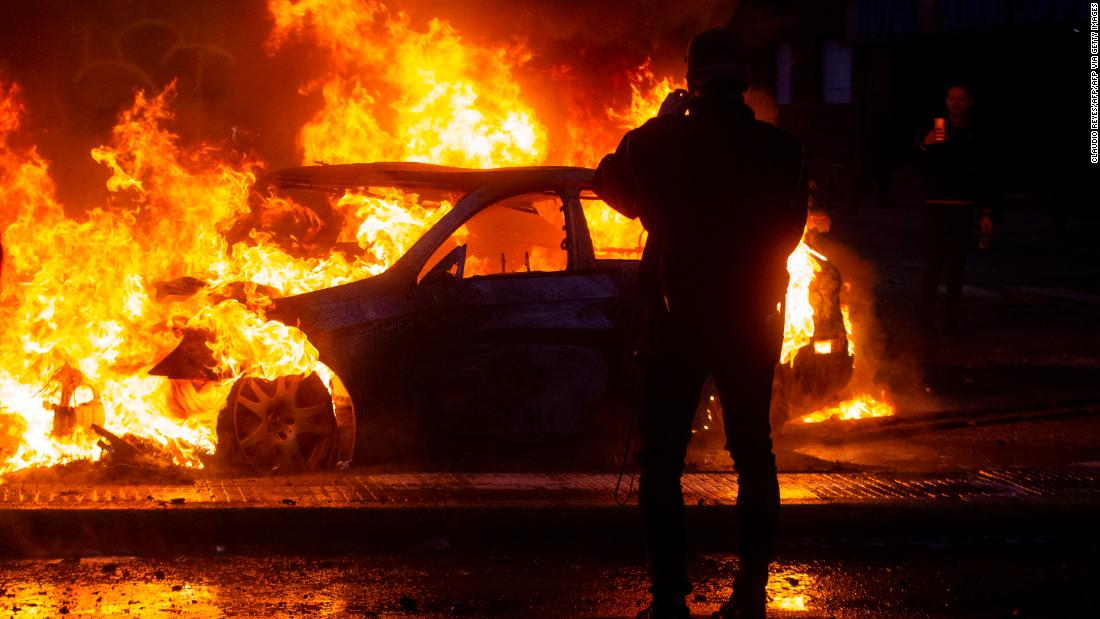 Tiga mati di supermarket api di tengah protes di Chile