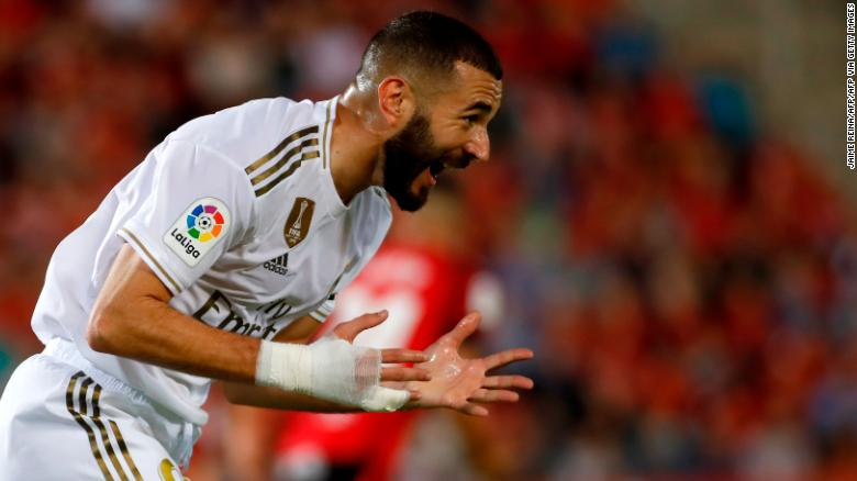 Karim Benzema reacts to missing a good opportunity during Real Madrid's defeat by Mallorca.