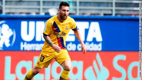 Lionel Messi scored Barcelona's second goal as it beat Eibar.
