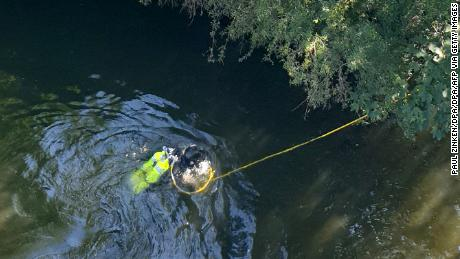 A police diver is searching for evidence in the Spree River, near the place where Khangoshvili was killed.