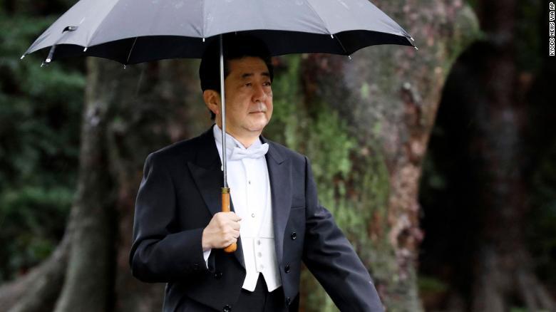 Японы Ерөнхий сайд Абэ Шинзо Кашикодокоро хотод болох ёслолд хүрэлцэн ирлээ.