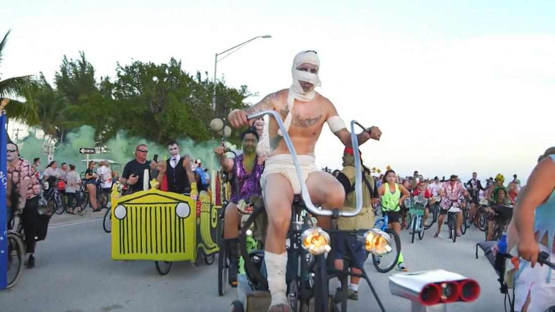 11,000 zombies on bikes take over Key West