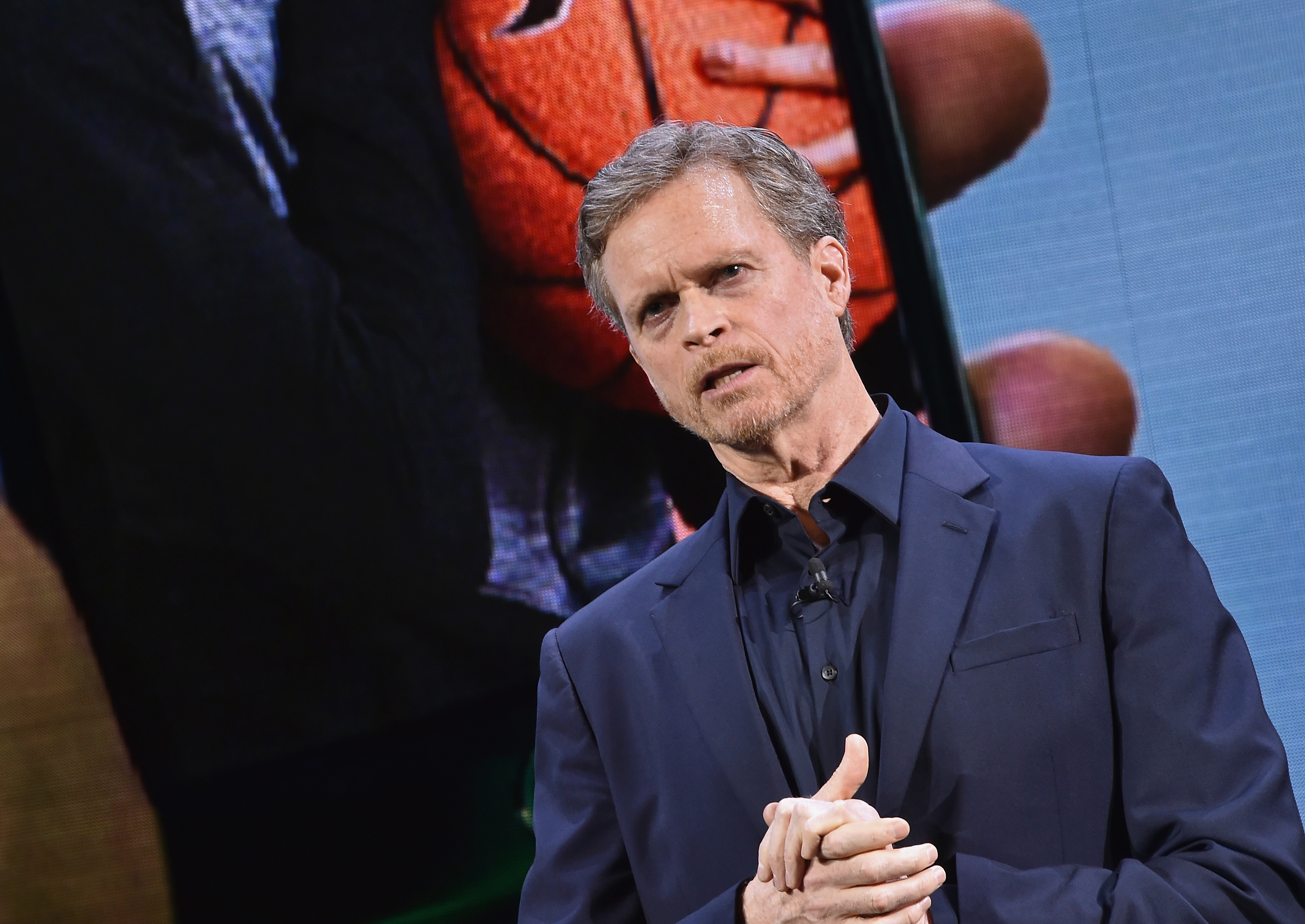 Nike Ceo Mark Parker To Step Down After 13 Years Cnn