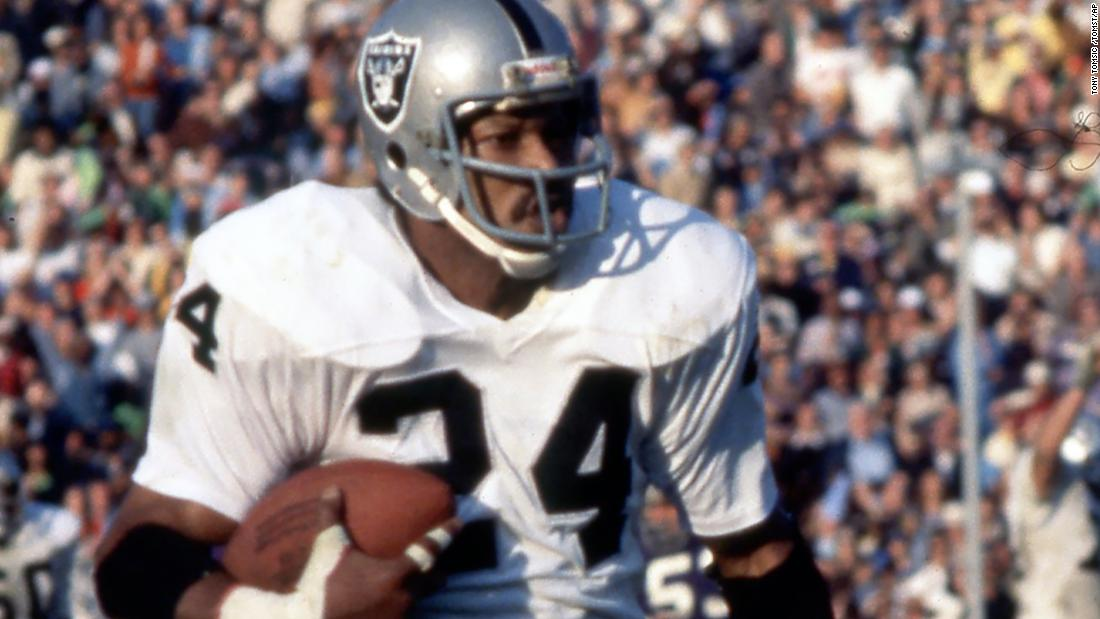 Willie Brown, Hall of Famer for the Oakland Raiders, dies
