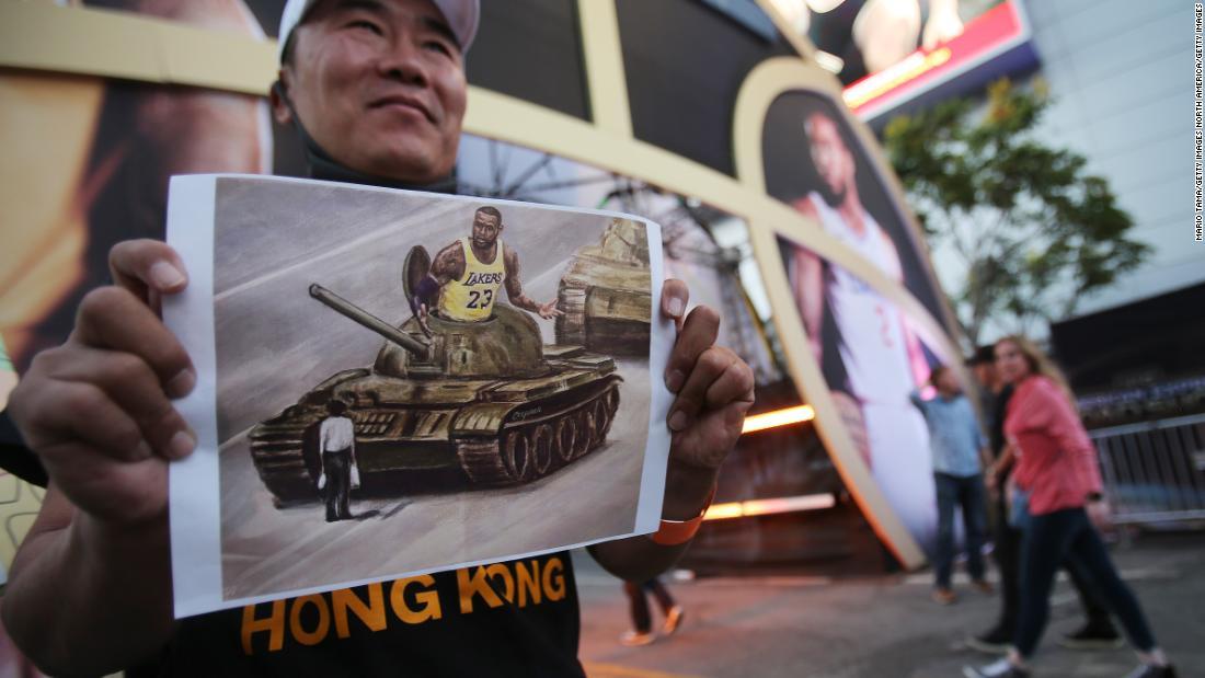 NBA-fans protestieren in China mit pro-Hong Kong T-shirt Verlosung bei der Premiere in Los Angeles