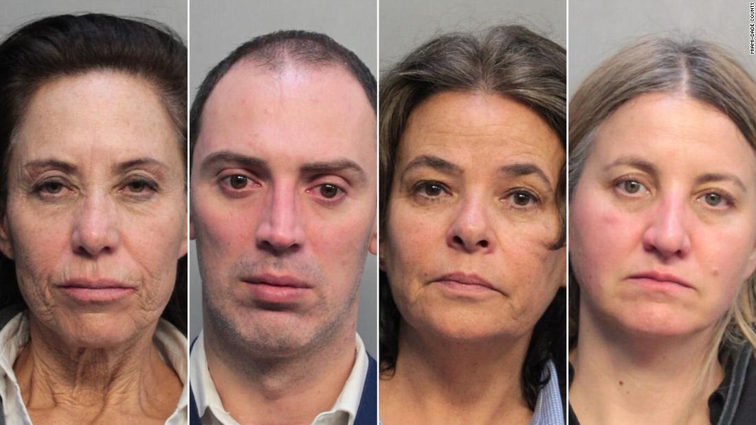 Empat pramugari ditangkap di Miami bandara setelah membawa ribuan tunai, polisi mengatakan