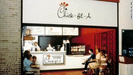 The first restaurant on Chick-fil-A & 39; at the Greenbriar Mall in Atlanta in the late 1960s.