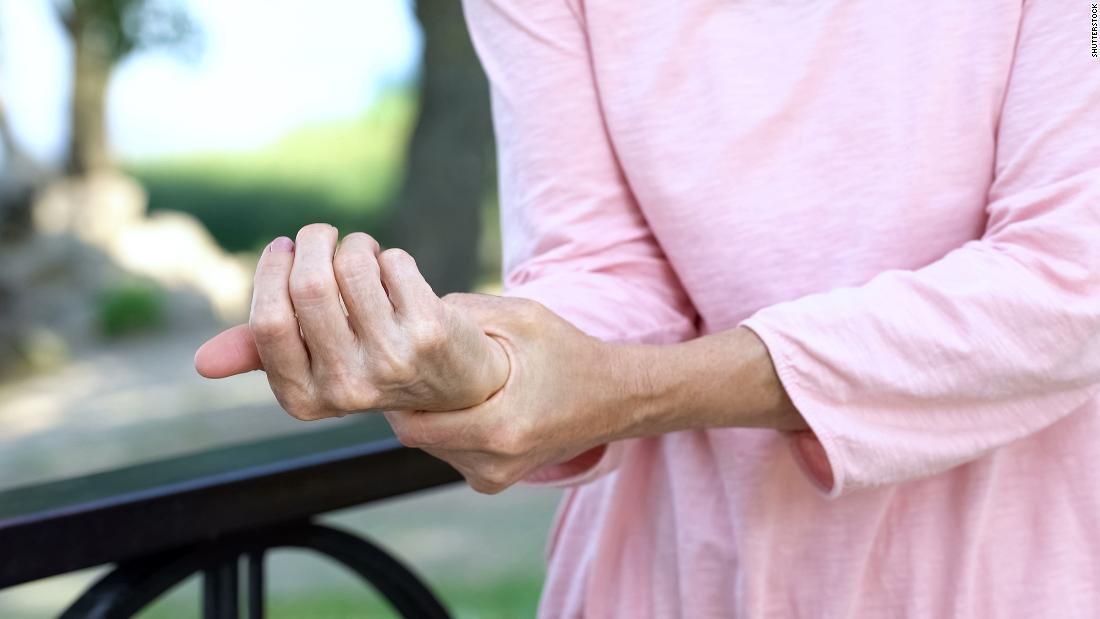Υγρό, θυελλώδεις ημέρες χειρότερα για τον πόνο, σύμφωνα με νέα μελέτη