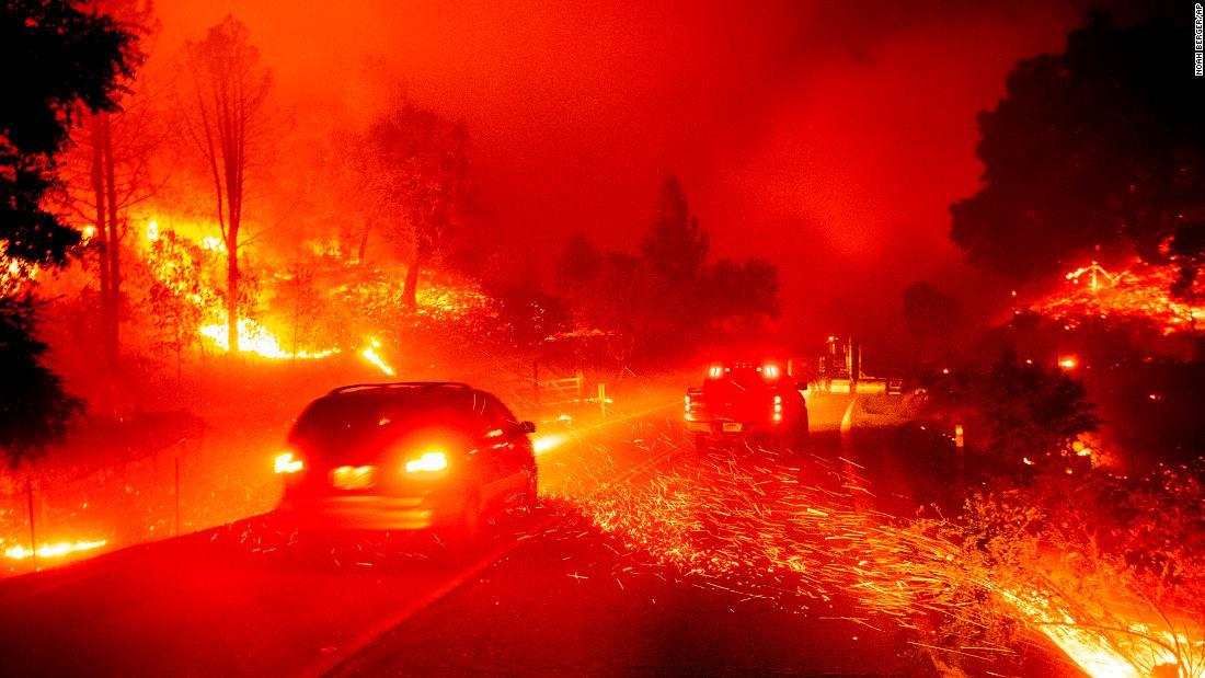 In Bildern: Kincade Feuer verbrennt Nord-Kalifornien