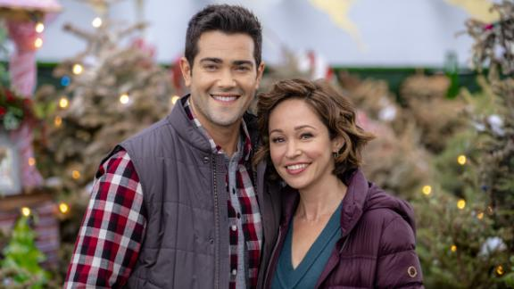 """Jesse Metcalfe and Autumn Reeser star in the Hallmark film """"Christmas Under the Stars."""""""