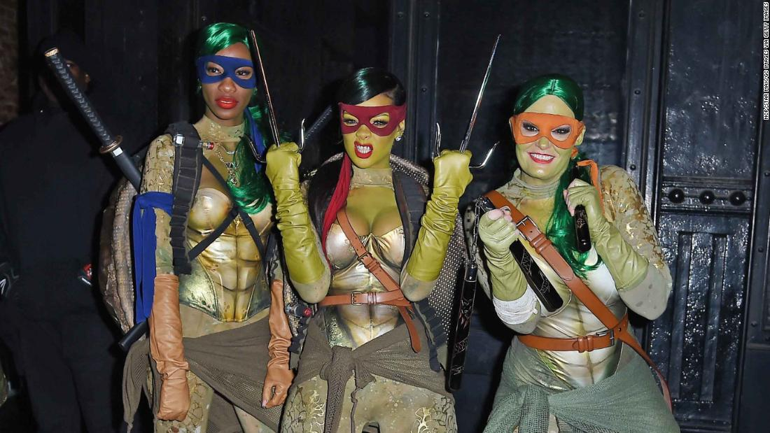 Rihanna and friends chose a group costume in 2014, dressing as Teenage Mutant Ninja Turtles.
