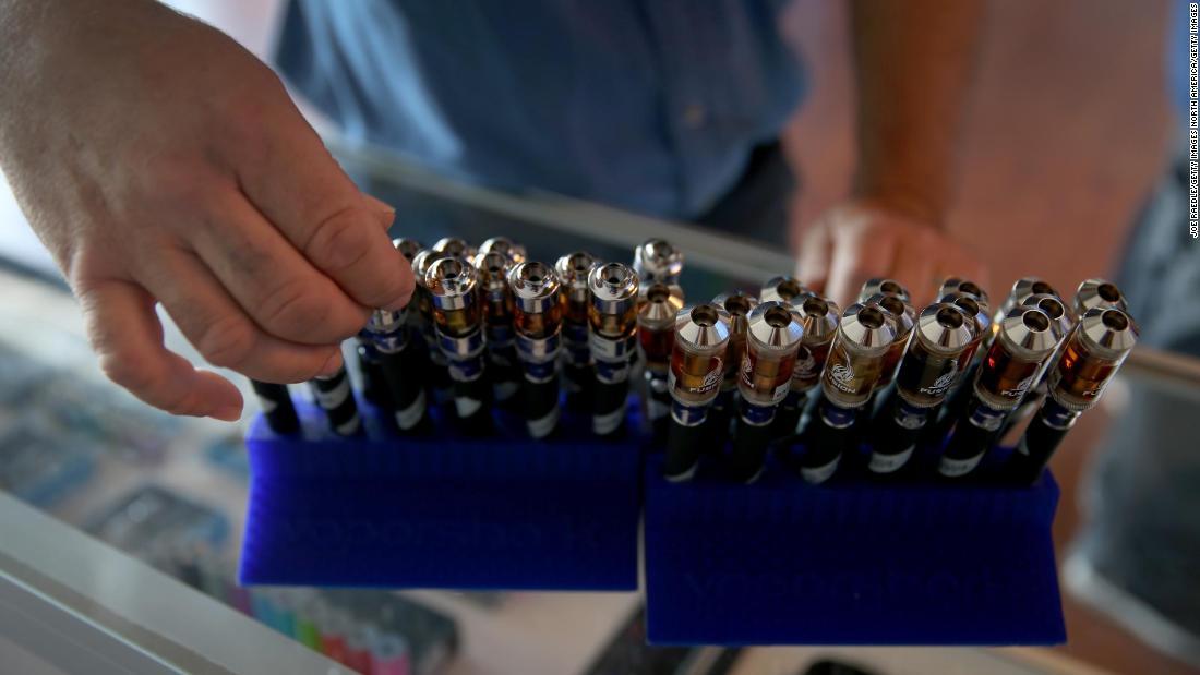 Điều tra bệnh vaping CDC: Vitamin E acetate liên kết với THC có thể là nguyên nhân