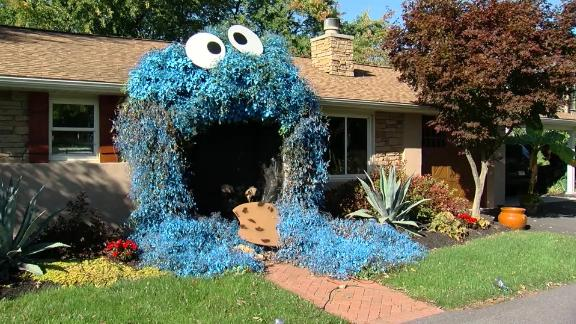 A woman in Pennsylvania turned the entrance of her home into Cookie Monster for Halloween.
