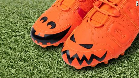 In Week 8 of his design partnership with Nike, Odell Beckham Jr. is wearing a pair of orange jack-o'-lantern cleats during the game.