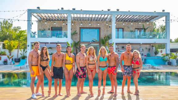 """""""Love Island: Australia"""" Season 1: Glamorous singles live in a beautiful villa under the watchful gaze of the audience at home, who have the power to decide who stays and who goes in this reality series. (Hulu)"""