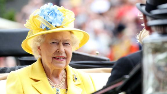 ASCOT, ENGLAND - JUNE 19:  Queen Elizabeth II arrives by carriage to Royal Ascot Day 1 at Ascot Racecourse on June 19, 2018 in Ascot, United Kingdom.  (Photo by Chris Jackson/Getty Images)