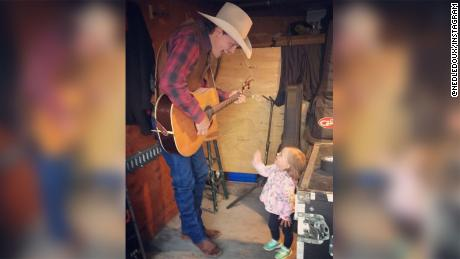 Country Singer Ned Ledoux S 2 Year Old Daughter Dies After Choking