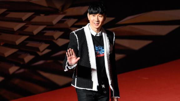 Singaporean singer JJ Lin was receiving treatment at a Chinese hospital when his drip bag and syringe were allegedly offered for sale on social media.