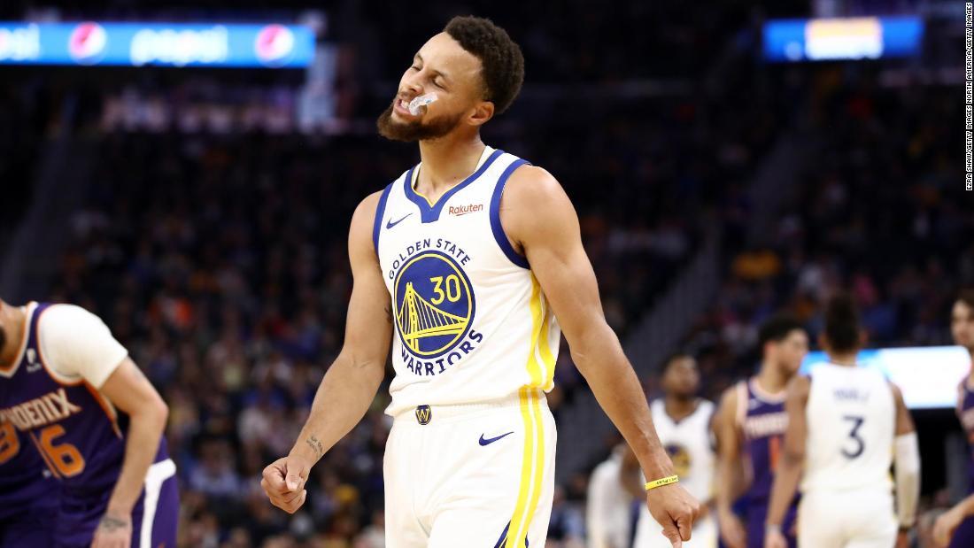Steph Curry akan melewatkan tiga bulan NBA musim dengan tangan patah
