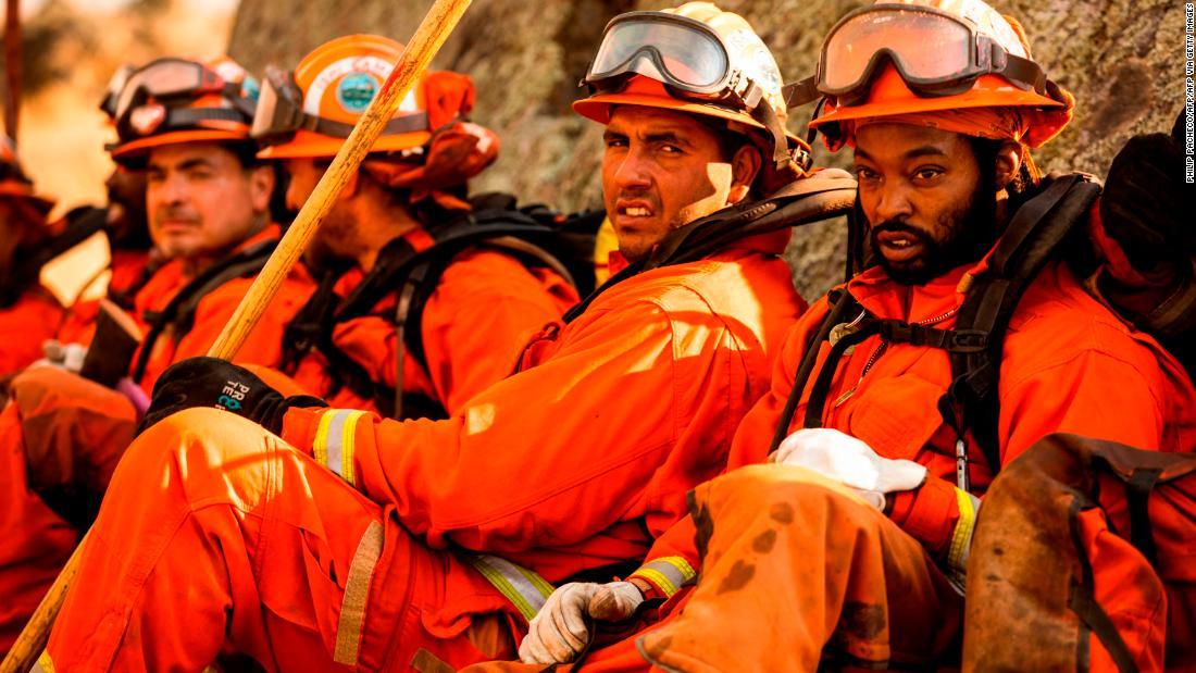 刑務所受刑者の戦闘カリフォルニアの火災がしばしば否定され消防職後のリリース