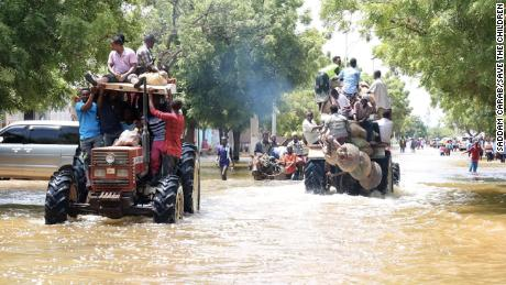Residents are evacuted with tractors on Sunday. Photo via Save the Children