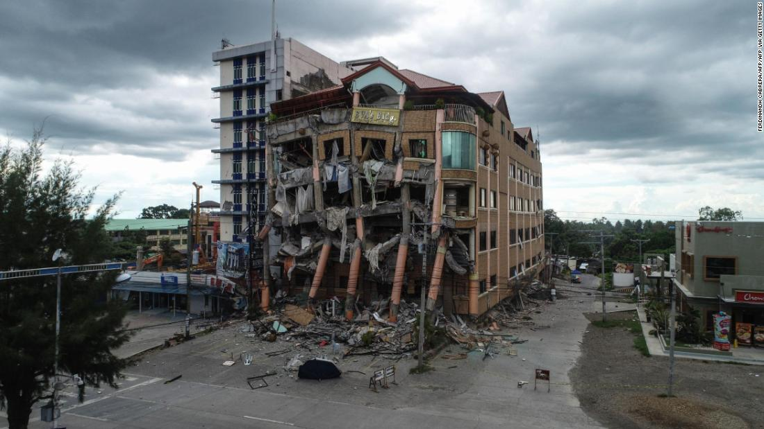 Dramatic images show impact of deadly earthquakes in Philippines