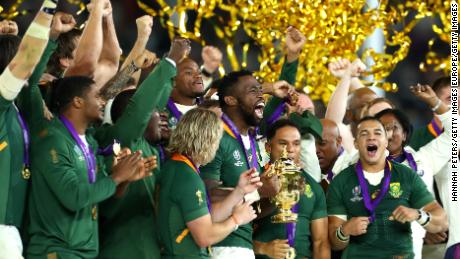 YOKOHAMA, JAPAN - NOVEMBER 02: Siya Kolisi of South Africa lifts the Web Ellis cup following his team's victory against England in the Rugby World Cup 2019 Final between England and South Africa at International Stadium Yokohama on November 02, 2019 in Yokohama, Kanagawa, Japan. (Photo by Hannah Peters/Getty Images)