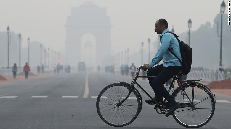 "New Delhi air pollution reaches ""unbearable"" levels"
