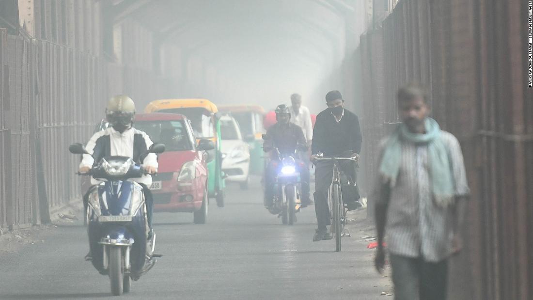 Πτήσεις εκτρέπονται μετά από το βαρύ νέφος κουβέρτες πρωτεύουσα της Ινδίας