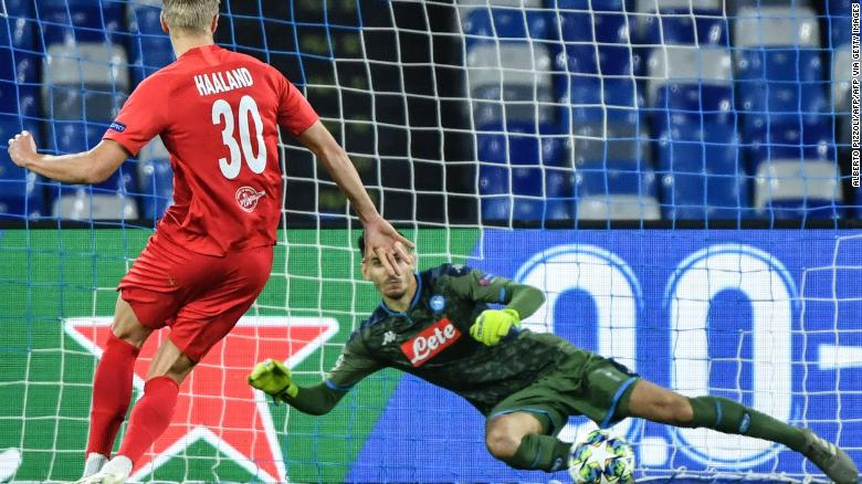 Håland scores a penalty in Salzburg's Champions League game against Napoli on November 5, at the San Paolo stadium in Naples.