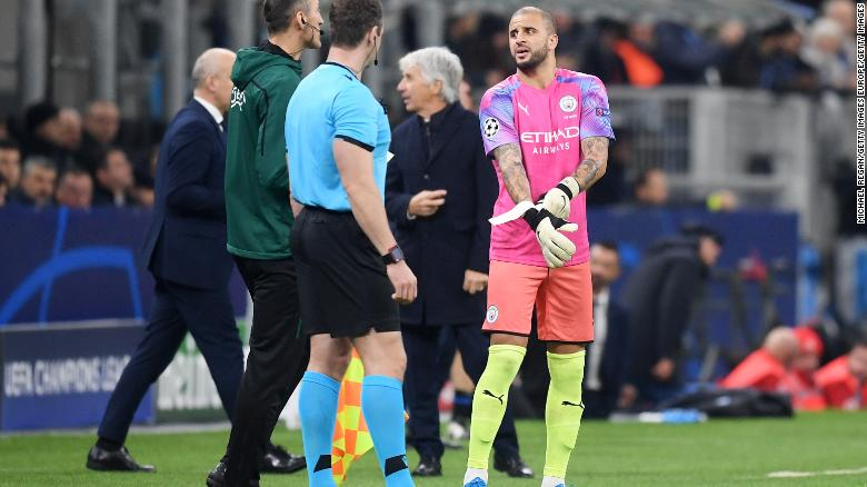 Kyle Walker of Manchester City prepares to go in goal after Claudio Bravo of Manchester City received a red card during the UEFA Champions League group C match between Atalanta and Manchester City at Stadio Giuseppe Meazza on November 06, 2019 in Milan, Italy.
