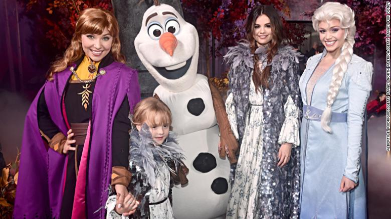 Halloween 2020 World Premiere Spoilers Selena Gomez and her little sister stole the show at the 'Frozen 2