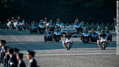 The imperial couple's motorcade was 400 meters long and consisted of 46 vehicles.