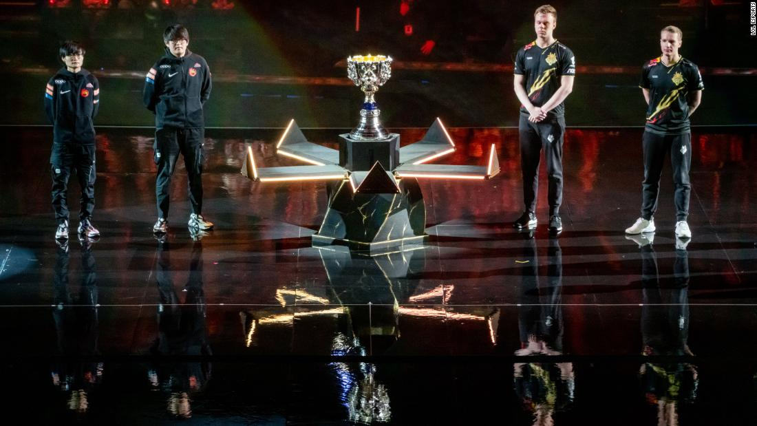 League of Legends World Championship in Paris kicks off with a hologram-like display - CNN thumbnail