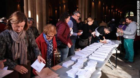 BARCELONA, SPAIN - NOVEMBER 10: People take ballots for casting their vote at a polling station on November 10, 2019 in Barcelona, Spain. Spain holds its fourth general election in four years on Sunday 10th November in the hope of breaking a prolonged political deadlock. After the last election, the Socialist Party (PSOE) Leader, Pedro Sánchez, was unable to secure enough parliamentary support to form a government. Other parties on the ballot are left-leaning Podemos, splinter party Más País, the conservative Popular Party, centre-right Ciudadanos and the far-right Vox. (Photo by Alex Caparros/Getty Images)