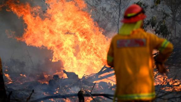 A firefighter works to contain a bushfire near Glen Innes, New South Wales, Australia, 10 November 2019. Three people have reportedly been killed, five are missing and 150 homes have been destroyed as more than 80 bushfires are burning uncontained around the state. At least three dead, thousands evacuated as bushfires continue in New South Wales, Glenn Innes, Australia