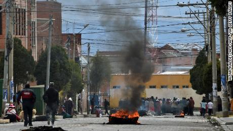 Pro-Evo Morales protesters block a street of El Alto on November 11, 2019, a day after the resignation of the leftist leader as president of Bolivia.