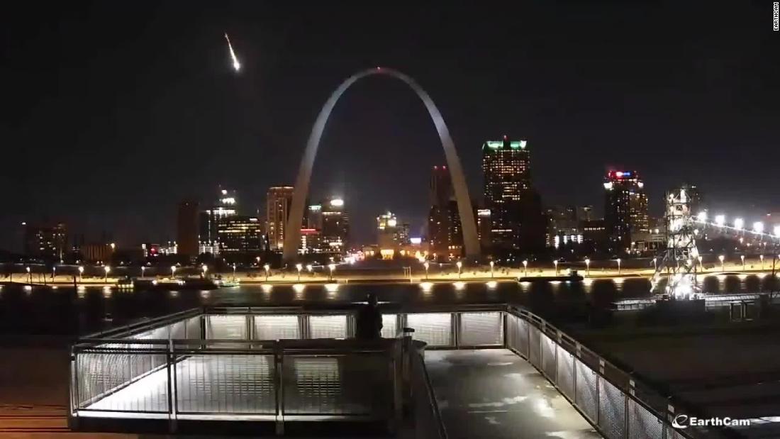 Feuerball meteor Streifen über Midwest Himmel