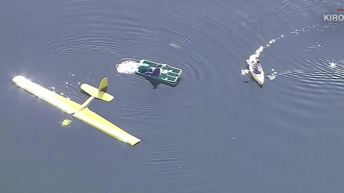 Kayakers rescue pilot who crashed plane into lake