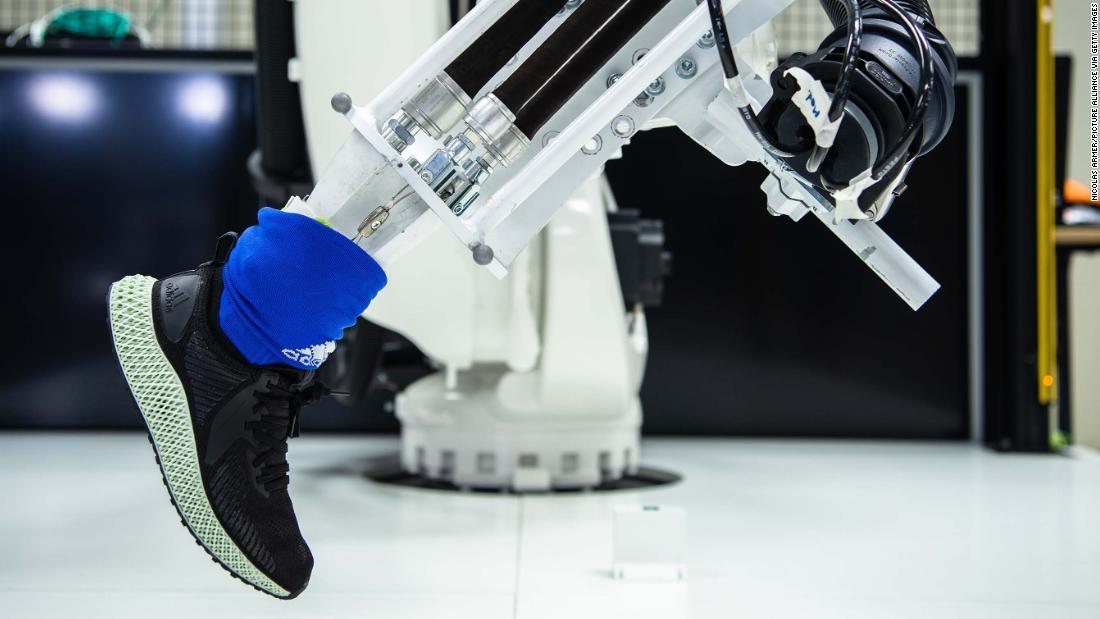 Dar Paso derrocamiento  Adidas is closing hi-tech sneaker factories in Germany and the US - CNN