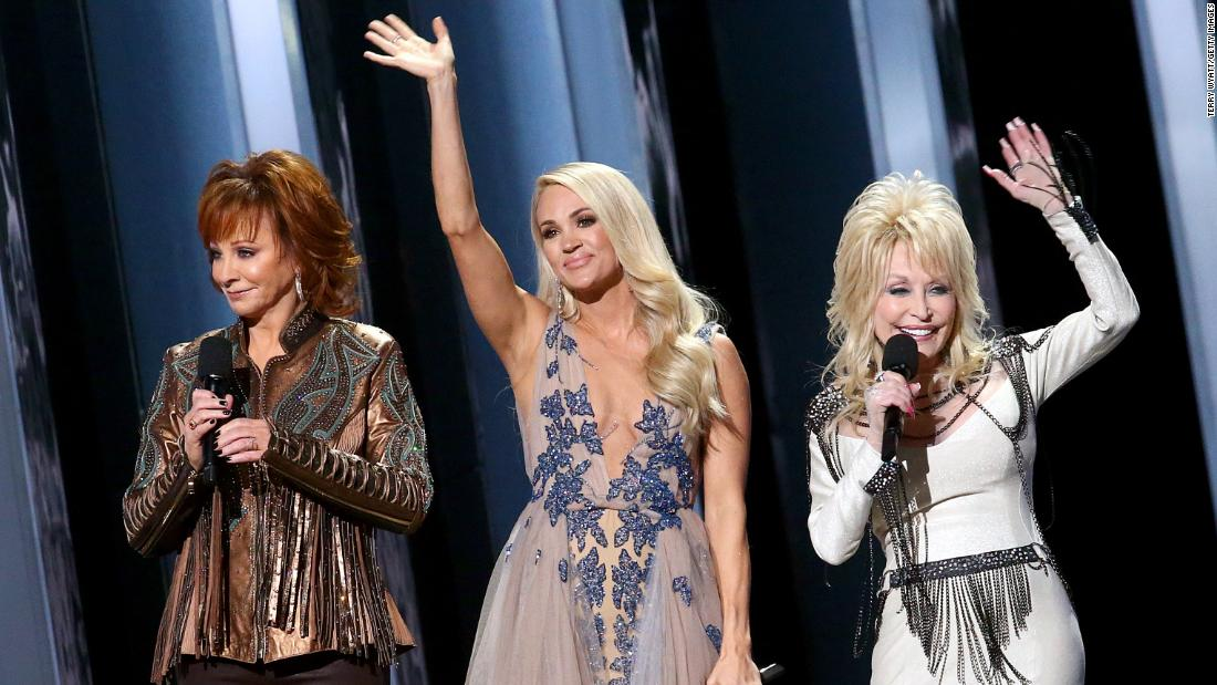 Carrie Underwood fans are not happy with the CMAs