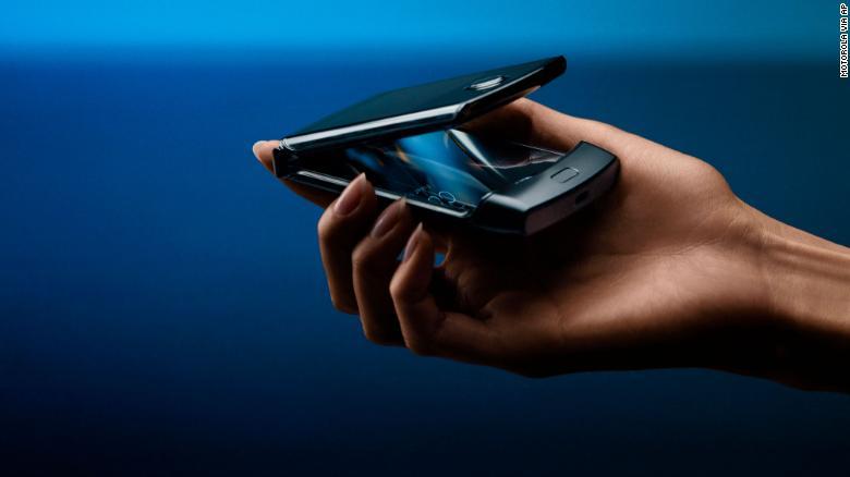 Складний смартфон Motorola Razr запуститься в продаж 6 лютого