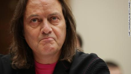 John Legere, T-Mobile & # 39; s CEO, will withdraw in April